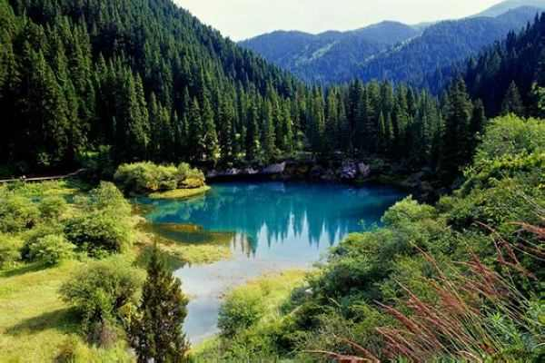 Sightseeing in Jiuzhaigou